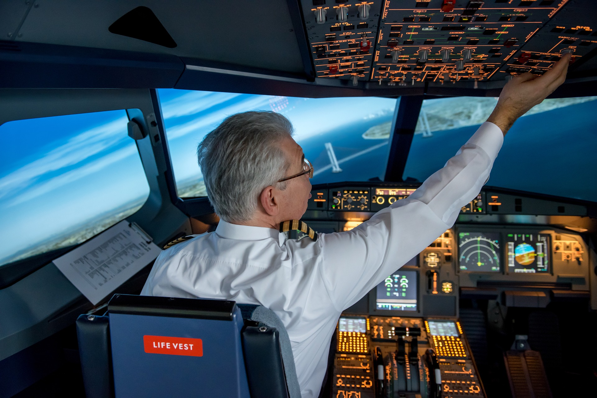 It's just the autopilot that's flying the plane! – WingMag
