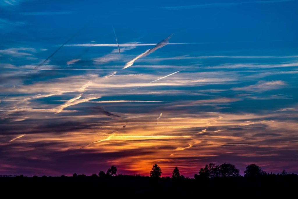 contrails - aircraft - climate protection